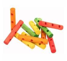 Houten staafjes met gaatjes per 16 stuks
